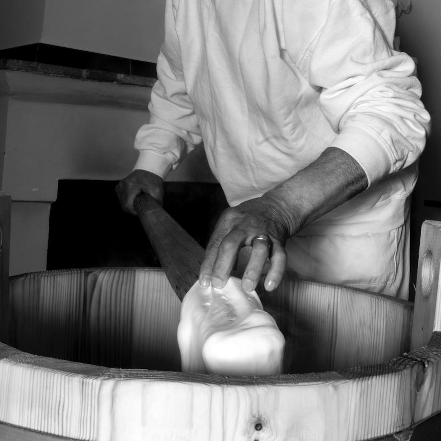 caseificio perrella mozzarella artigianale impasto lento 1