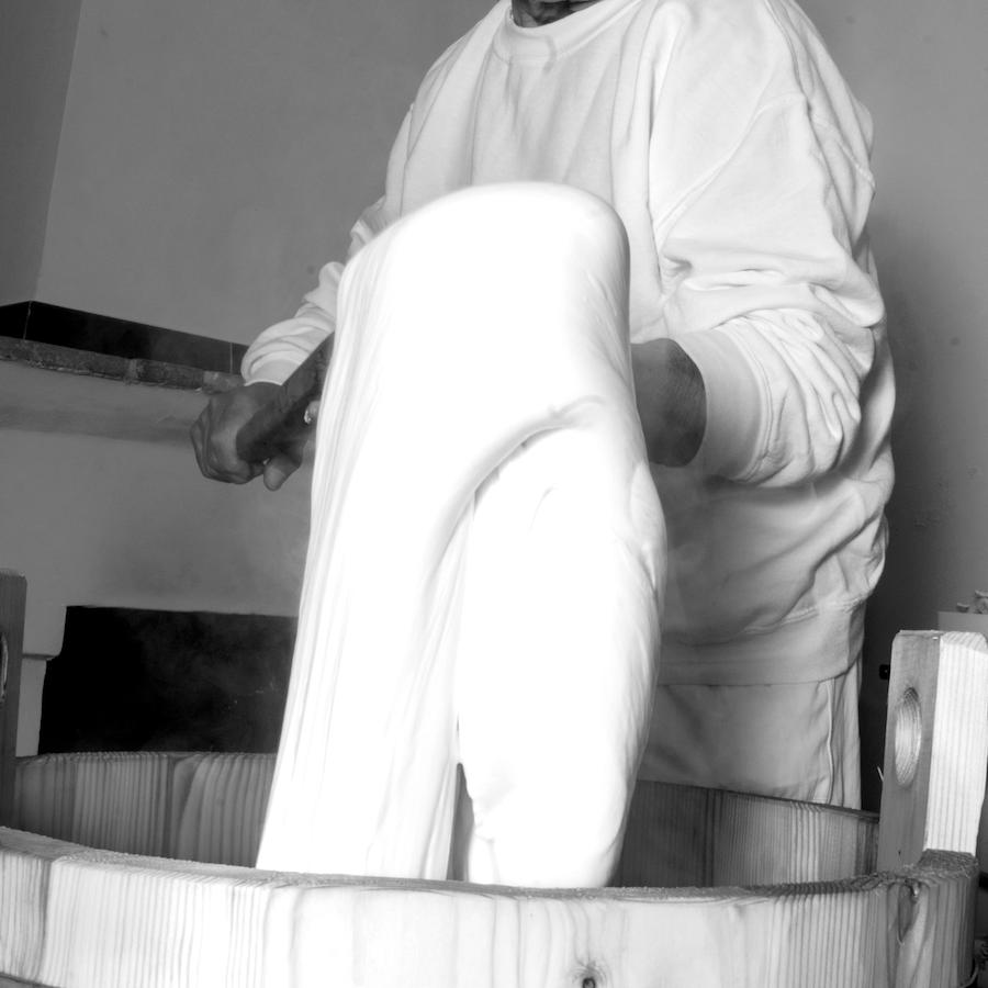 caseificio perrella mozzarella artigianale impasto lento 2