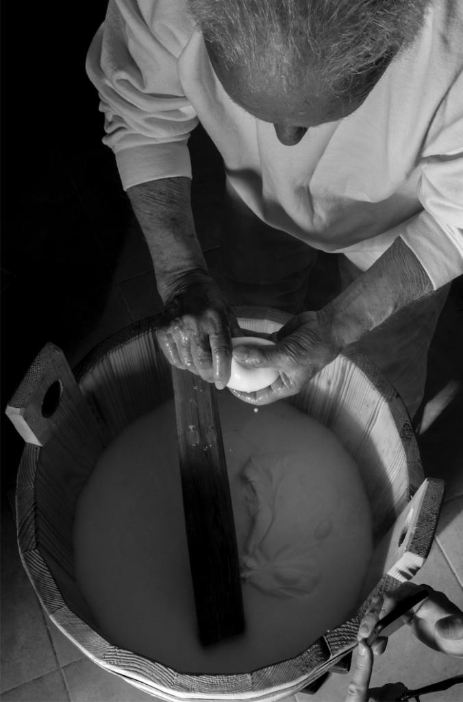 caseificio perrella mozzarella artigianale impasto lento 9